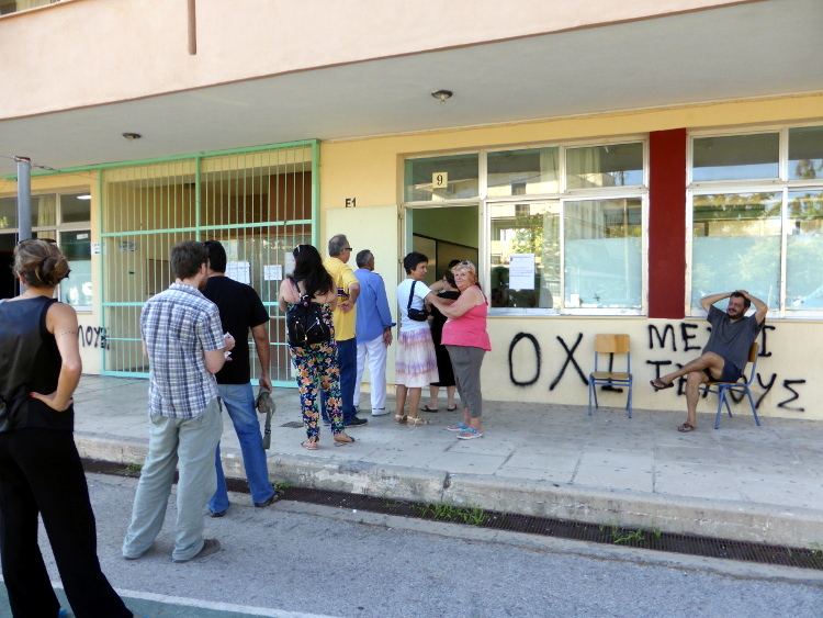 05/07/2015 Chania, Greece. Waiting to vote for the referendum. Photo by Stamatis Amarianakis.